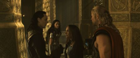 Thor-the-dark-world-stills-loki-and-jane-37061413-4551-1877